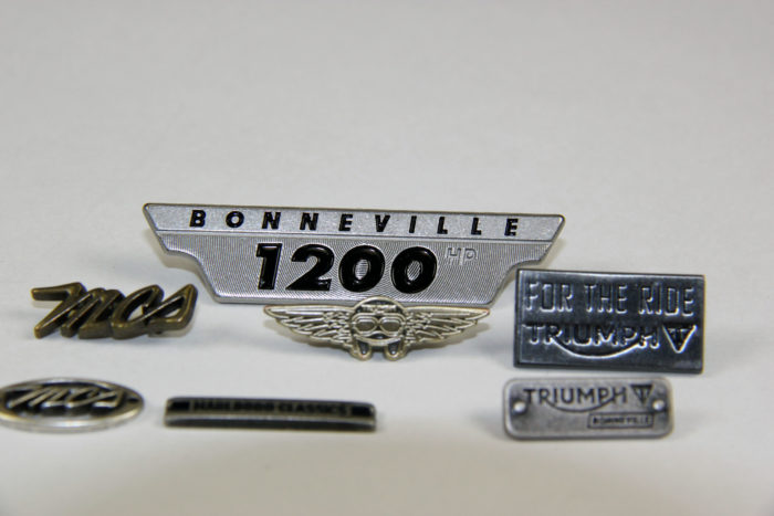 Badges et plaques métalliques